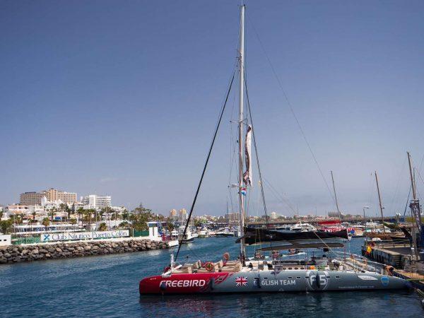 Freebird catamaran in Tenerife vertrekt van Puerto Colon
