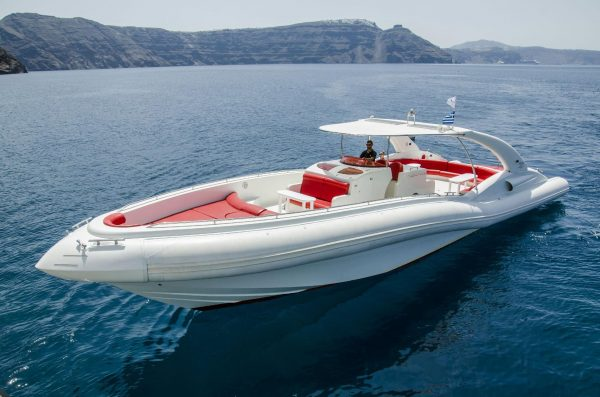 luxury yacht that has just left for a trip from Costa Adeje