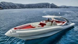Luxury motor boat that can be rented via Club Canary