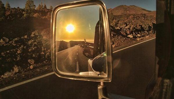 miroir de voiture avec des quads dessus