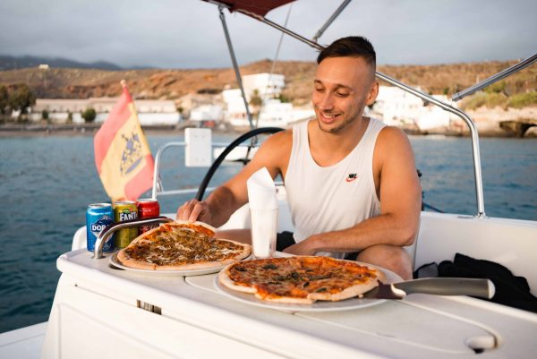 Roy Schijvens, eating a pizza during a private boat trip