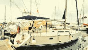Esterno dello yacht Skyline a Puerto Colon