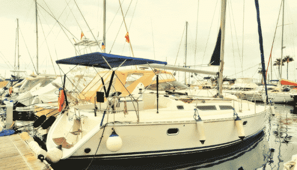 Exterior of the Skyline yacht in Puerto Colon