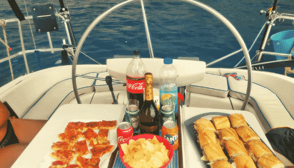 Lunch and drinks during the skyline boat tour