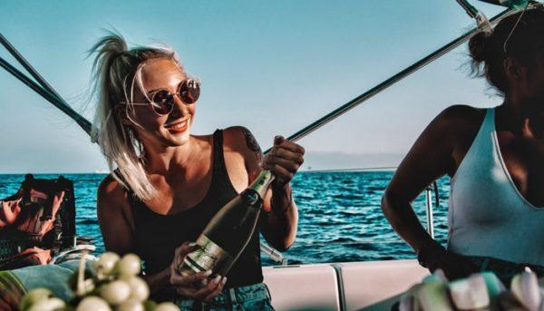 Girls on a boat preparing cava