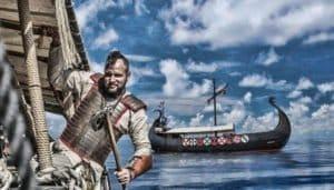 Viking met een vikingschip