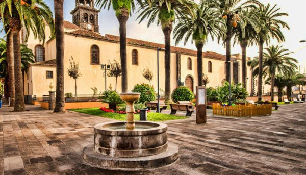Mooi stadsplein in het noorden van Tenerife