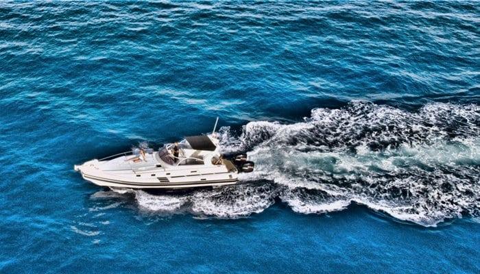 Speed cruising on the ocean