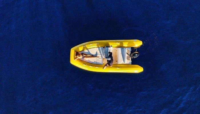kleine boot in Tenerife op zoek naar dolfijnen