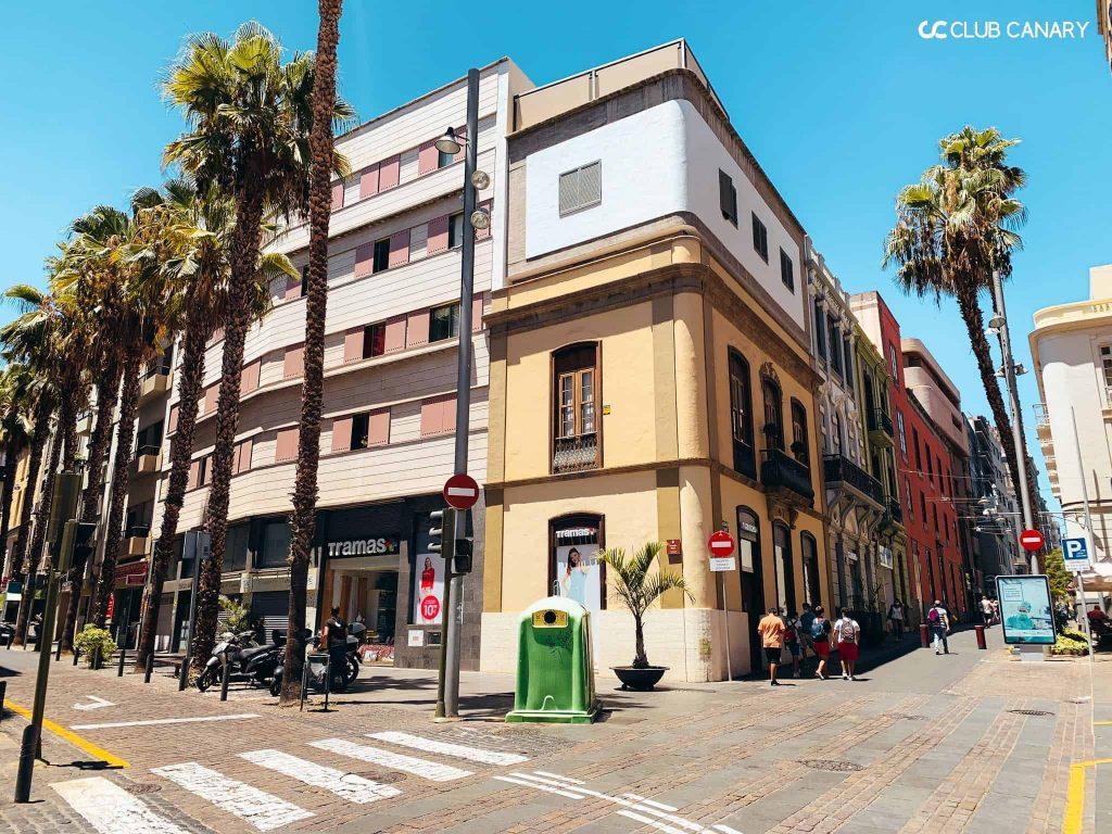Shopping street in Santa Cruz