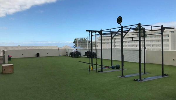 buiten sportschool op Tenerife