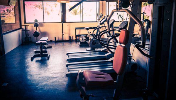 Fitnessapparatuur in een studio op Tenerife