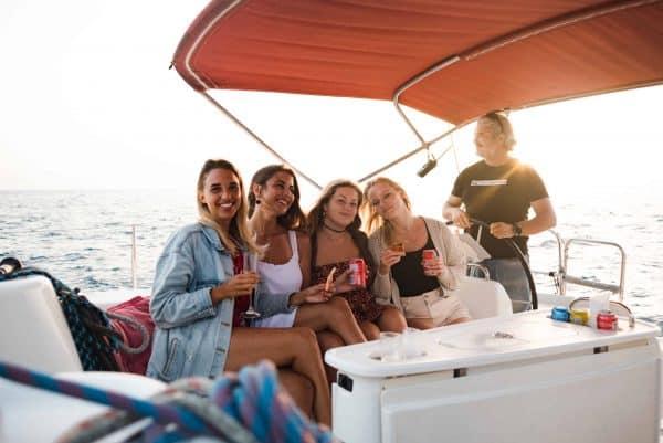 Groep vrienden op de Atlantic Star boot