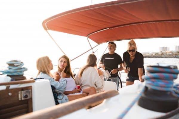 Mensen genieten van Atlantic Star boottocht